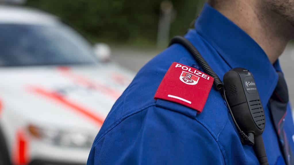In Sarnen OW wurde die Polizei am Samstagabend zu einem schweren Chilbi-Unfall gerufen. (Symbolbild)