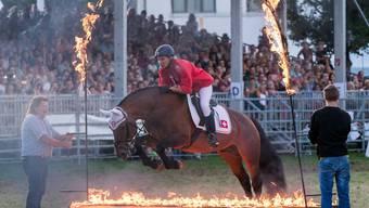 Freiberger springen auch durch Feuer, das bewiesen sie an der Gala-Schau.