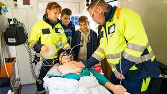 Die Sanität in einem Rettungswagen. (Symbolbild)