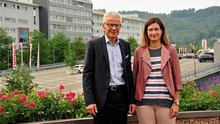 Pfister-VR-Präsident Rudolf Obrecht und FDP-Grossrätin Maja Riniker.