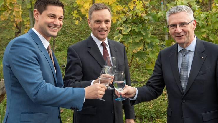 Anstossen auf das gute Resultat: Benjamin Giezendanner, Jean-Pierre Gallati und Andreas Glarner (v.l.) dürfen nach Bern.