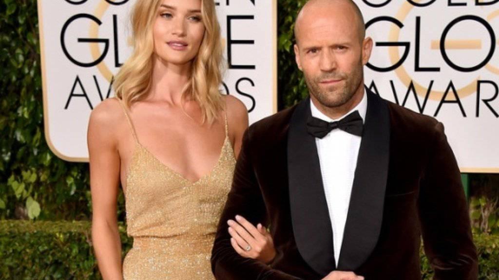 Jason Statham und Rosie Huntington-Whiteley zeigten sich an den Golden Globes erstmals als Verlobte.