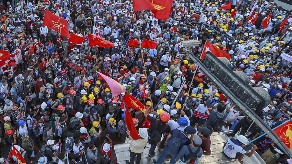 Massenproteste in Myanmar reissen trotz Gewaltdrohungen nicht ab
