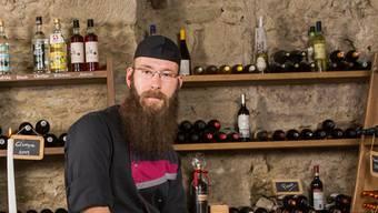Daniel Rall im alten Ochsenkeller. Das Restaurant zum Ochsen hat eine über 500-jährige Geschichte. Bild: Severin Bigler (Schöftland, 5. Juli 2017)