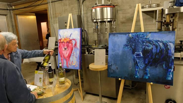 Am Tag der offenen Weinkeller gab es beim Weingut Haug nicht nur Wein zu degustieren, sondern auch Bilder von Dora Haug zu bestaunen.