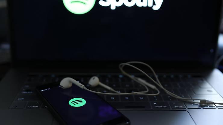 Der schwedische Streamingdienst Spotify möchte mehr zahlende Kunden gewinnen. (Archivbild)