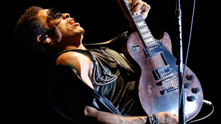 Moon and Stars Locarno 2012: Lenny Kravitz in Jimmy-Hendrix-Pose