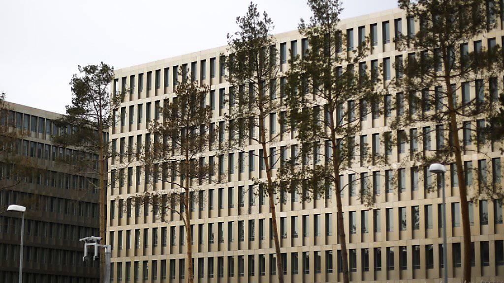 Das neue Hauptquartier des deutschen Nachrichtendienstes BND in Berlin: Der Geheimdienst soll angesichts von Terrorismus und Rechtsextremismus mehr Stellen erhaleten. (Archivbild)