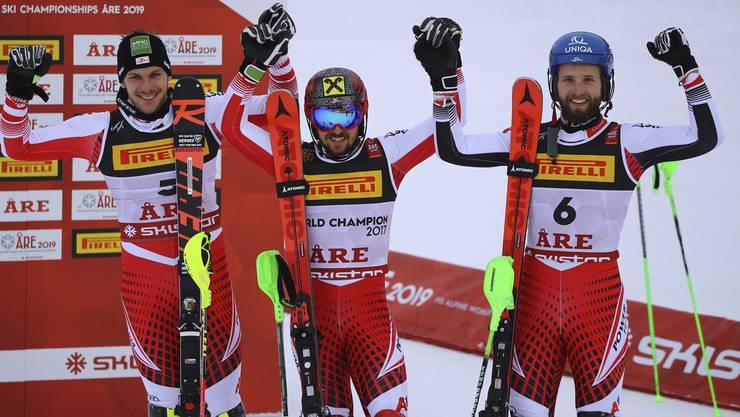 Marcel Hirscher (M.), Mario Matt (l.) und Marco Schwarz feiern den österreichischen Dreifachtriumph.