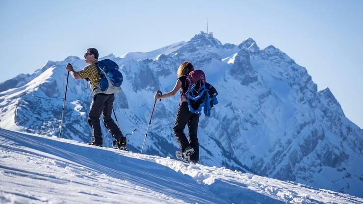 Neben dem herkömmlichen Skifahren gibt es im Winter Alternativen, um sich in der Freizeit sportlich zu betätigen.