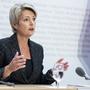 Es gebe schon Massnahmen gegen eine zu hohe Zuwanderung in den Arbeitsmarkt, sagt Justizministerin Karin Keller-Sutter.