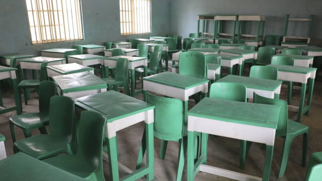 ARCHIV - Von der Government Girls Junior Secondary School in Nigeria wurden erst im Februar Hunderte Schulkinder verschleppt. Foto: Ibrahim Mansur/AP/dpa