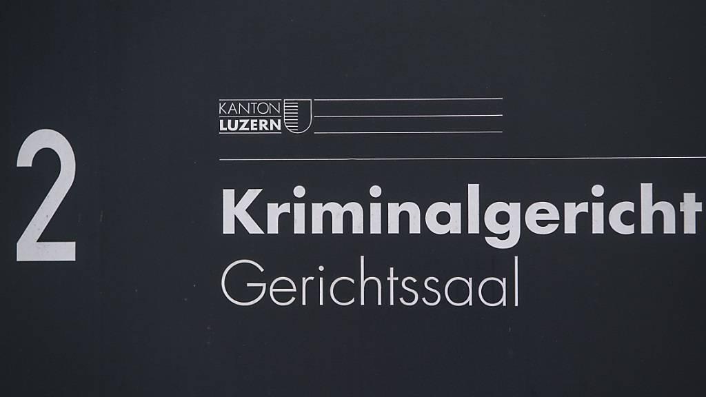 Eine heute 34-jährige mutmassliche Betrügerin hat vor dem Kriminalgericht Luzern ihre Fehler eingestanden. (Symbolbild)