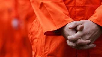 Ein Häftling im US-Gefangenenlaer Guantanamo bekennt sich schuldig (Symbolbild/Archiv)