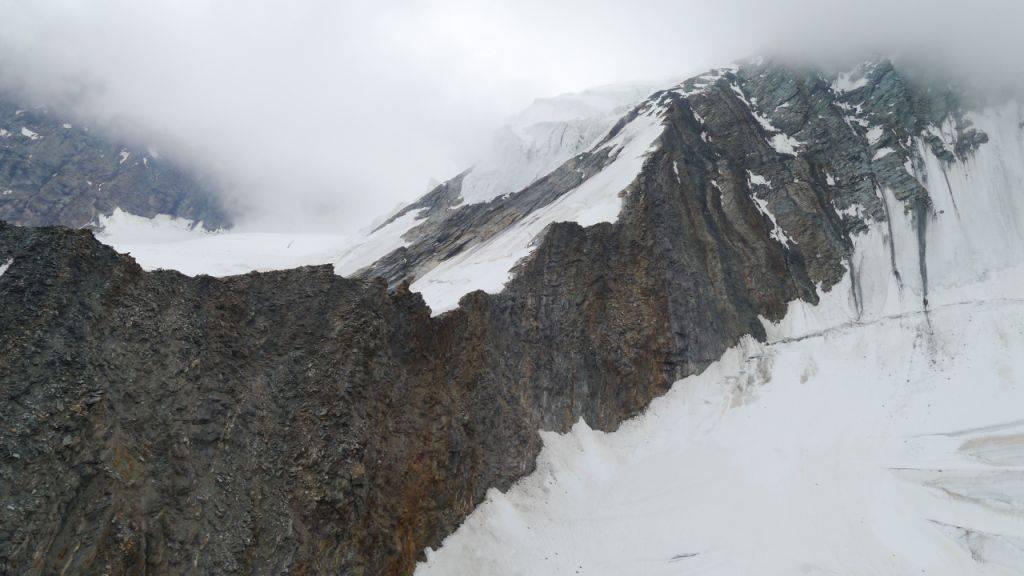 Bergsteiger am Dom in den Walliser Alpen verunglückt