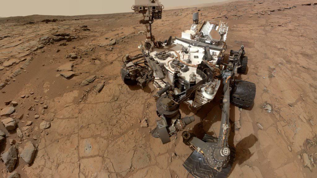 """Der Marsrover """"Curiosity"""" hat im Sandstein des roten Planeten Hinweise gefunden, dass der Mars der Erde einmal deutlich ähnlicher gewesen sein könnte als heute. (Archivbild)"""