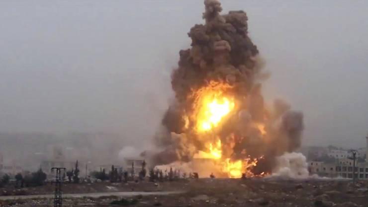 Explosion einer von Rebellen eingesetzten Autobombe am Freitag im Südwesten von Aleppo.