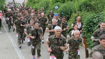 Startschuss: Die Waffenläufer nahmen die 16,7 Kilometer des 7. Kaister Waffenlaufes unter die Füsse.