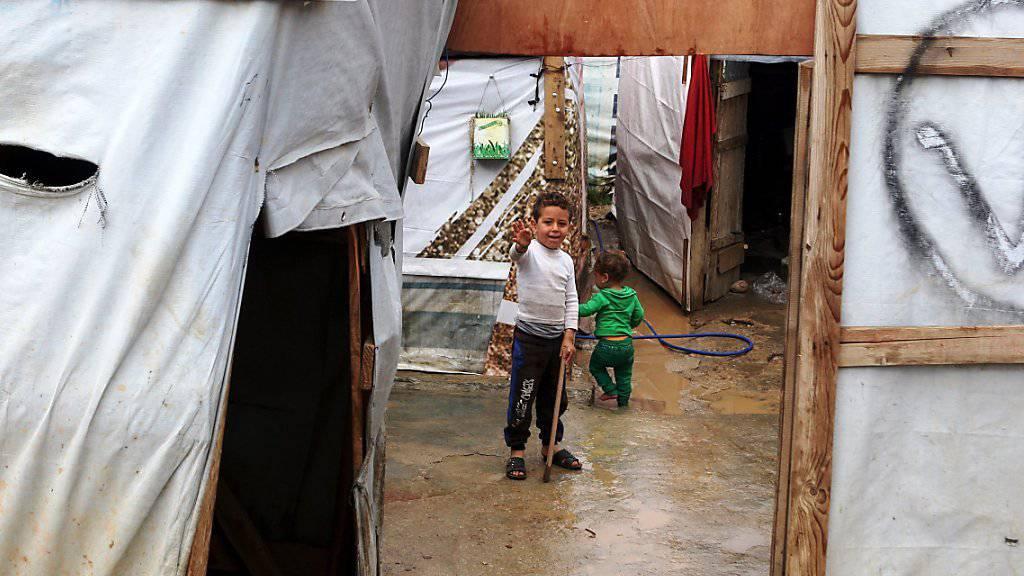 Ein syrisches Flüchtlingskind in einem Lager im Libanon (Symbolbild)