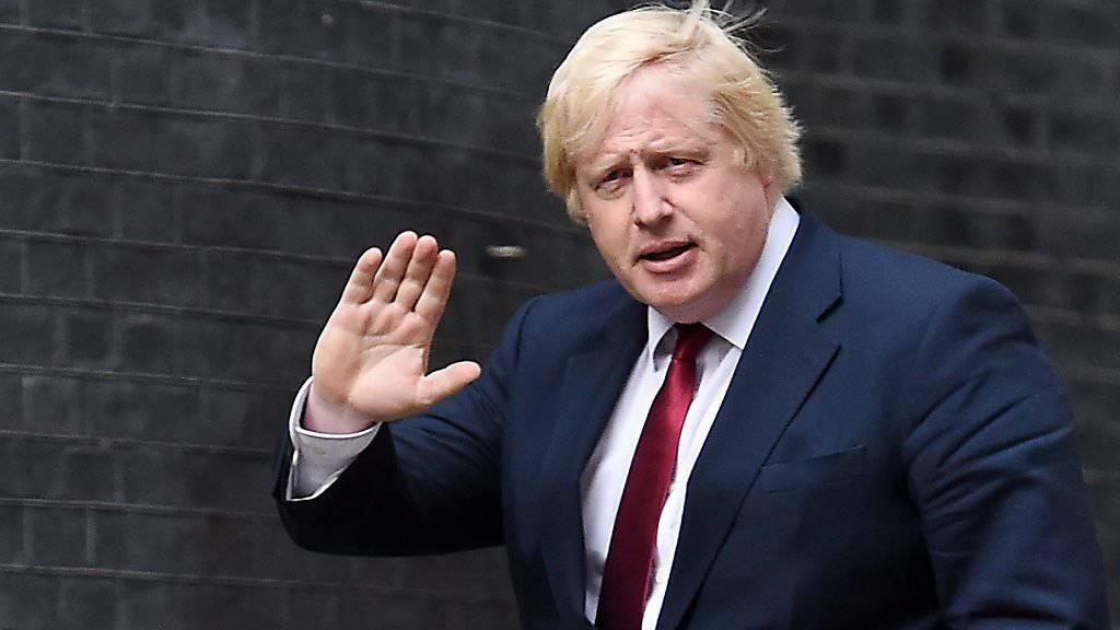 Boris Johnson auf dem Weg nach 10 Downing Street in London, dem Amtssitz der neuen britischen Premierministerin Theresa May, die ihn zum Aussenminister macht.
