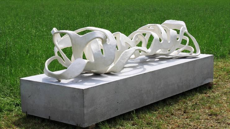 Fränzi Neuhaus' Skulptur «Ripp Koerper» (2009) wird in Starrkirch-Wil gezeigt.  zvg