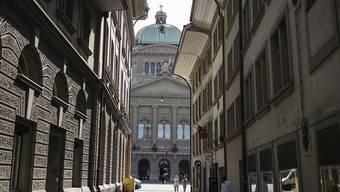 Das Parlament verlangt, dass der Bund die Ausgaben für die externen Berater senkt. (Archivbild)