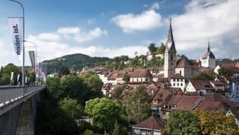 Die historische Altstadt von Baden und die Hochbrücke als wichtiger Verkehrsträger. Archiv/Chris Iseli