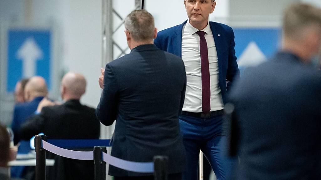 AfD-Rechtsaußen Björn Höcke ist mit einem Antrag gescheitert, der die Auflösung des deutschen Verfassungsschutzes gefordert hat. Foto: Kay Nietfeld/dpa