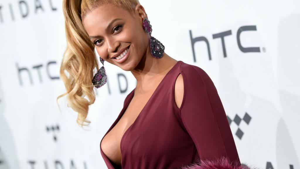 Hoffentlich wird ihre eigene Kollektion alltagstauglicher als dieses Outfit: Beyoncé betätigt sich bald als Modedesignerin. (Archivbild)