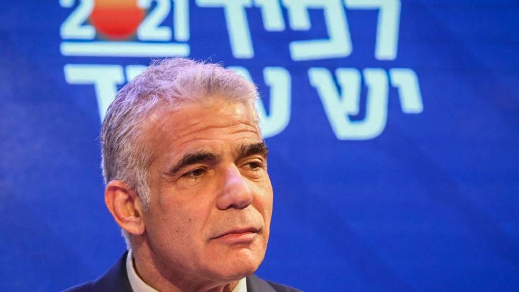 ARCHIV - Jair Lapid, Vorsitzender der Partei Yesh Atid, spricht nach den Parlamentswahlen in Israel zu seinen Anhängern. Foto: Ilia Yefimovich/dpa