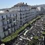 Zehntausende Algerier gehen in der Hauptstadt Algier gegen die Präsidentenwahl auf die Strasse-