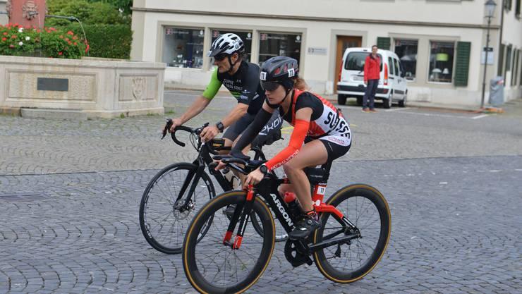 Duathlon-Weltmeisterin Petra Eggenschwiler vergangenes Jahr beim Niklaus Thut-Brunnen: auch dieses Jahr soll der Powerman Zofingen wieder durch die Altstadt führen.