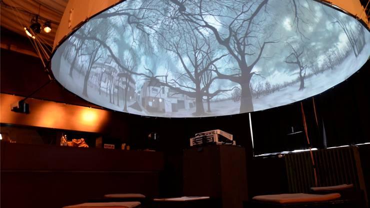 Unter der 360-Grad-Kuppel-Leinwand wähnt man sich in einer regnerischen Winterlandschaft.Daniel Vizentini