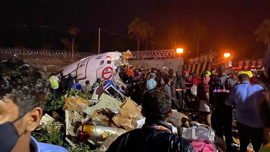 Flugzeug bei Landung zerbrochen – mindestens 15 Tote