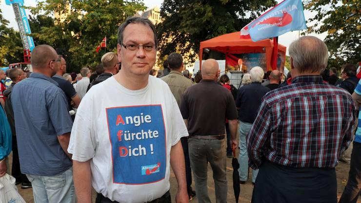 Ein AfD-Anhänger an einer Wahlkampfveranstaltung in Schwerin - die Partei hofft auf 20 Prozent der Stimmen.