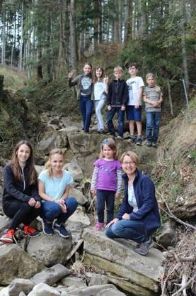Zum Lagerhaus gehörte auch ein kleines Wäldchen, durch das ein Bach floss. Die Kinder spielten dort sehr gerne.