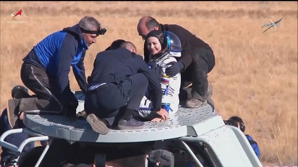 Zurück aus dem All: Russisches Filmteam nach Dreh auf der ISS auf die Erde zurückgekehrt