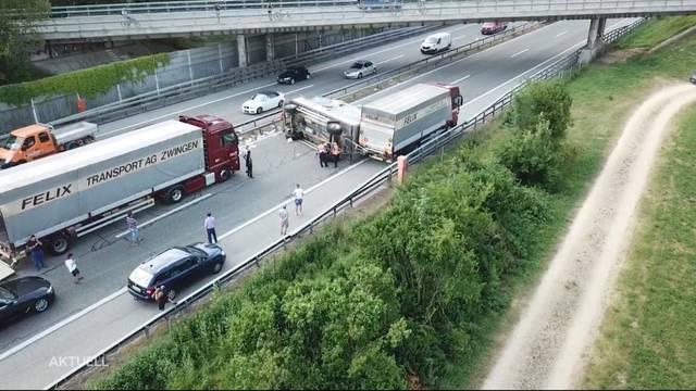 LKW blockiert A1 in Solothurn