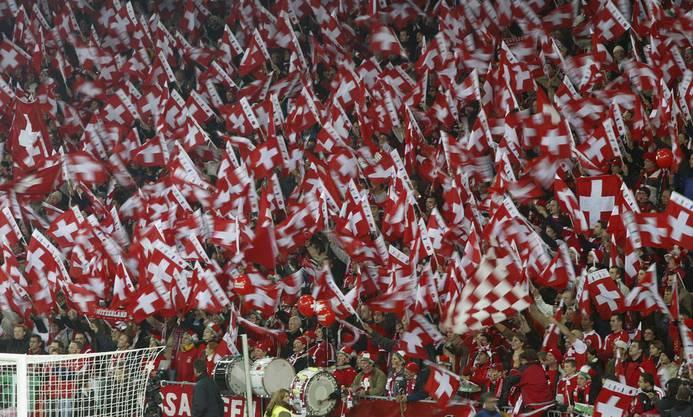 Die Fans waren im ausverkauften Wankdorf-Stadion in Bern nach dem Sieg über die Türkei aus dem Häuschen. Die Schweiz machte mit dem Sieg einen grossen Schritt Richtung WM 2006 in Deutschland. Das Rückspiel verlor die Schweiz im legendären Skandalspiel von Istanbul 2:4, qualifizierte sich aber für die WM 2006.