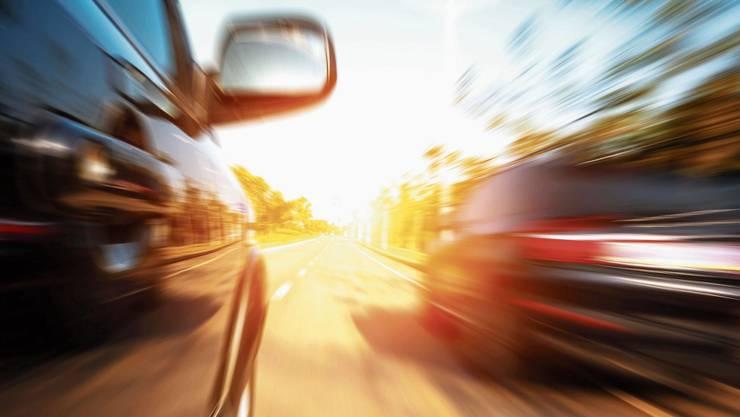 Halsbrecherisches Manöver bei über 140 km/h: Ein 22-Jähriger muss dafür nun büssen.