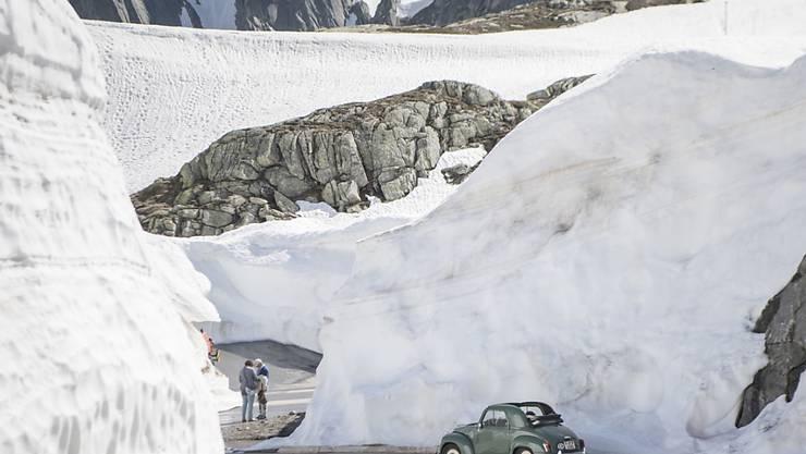 Bald schon wieder freie Fahrt über den Gotthardpass: Am Freitagvormittag wird die Wintersperre aufgehoben. (Archivbild)
