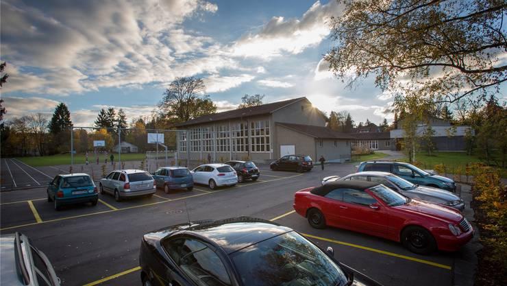Das Provisorium soll auf dem Lehrerparkplatz des Gönhardschulhauses aufgestellt werden.Pascal Meier