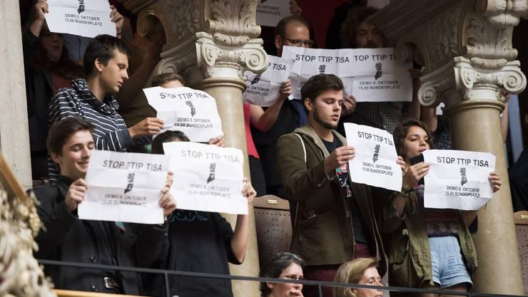 Bereits legendär: Die Redeschlacht anlässlich der Zuwanderungsdebatte. Protest auf den Rängen.