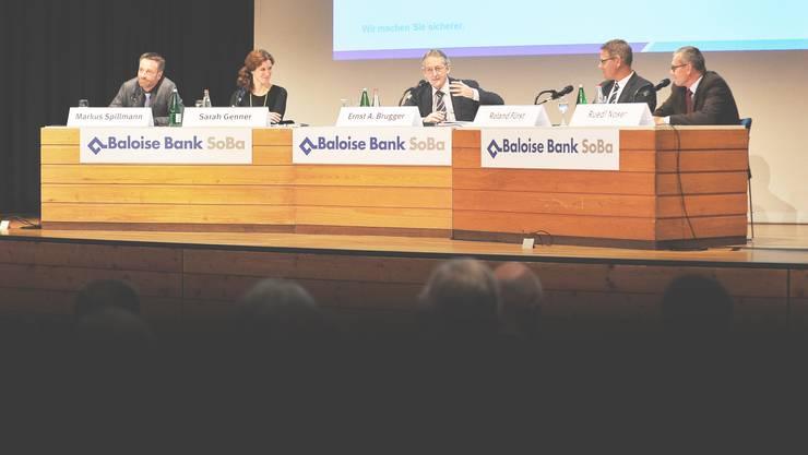 Haben engagiert diskutiert (v.l.): NZZ-Chefredaktor Markus Spillmann, Medienwissenschaftlerin Sarah Genner, Moderator Ernst Brugger, Regierungsrat Roland Fürst und FDP-Nationalrat Ruedi Noser.