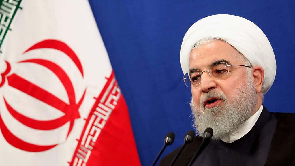 Hat einen schweren Stand gegenüber der erzkonservativen geistlichen Führung in seinem Land: der iranische Präsident Hassan Ruhani (in einer Aufnahme vom 14. Oktober 2019).