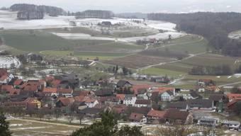 Umgeben von Hügeln des Tafeljuras ist das Dorf Mandach von Brugg abgeschnitten. Einzig Richtung Zurzibiet öffnet sich das Tal.