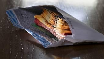 Erhalten Herr oder Frau Schweizer unverhofft eine Million, so wandert der Betrag auf das Sparkonto (Symbolbild).
