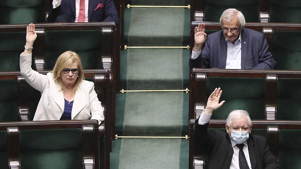 Polens Parlament für Präsidentenwahl in Wahllokalen und per Brief