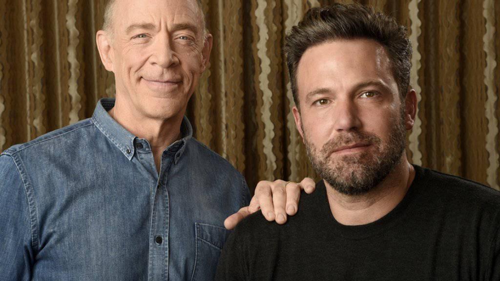 "J. K. Simmons (l) und Ben Affleck promoten in Los Angeles den Film ""The Accountant"" (Archiv)"