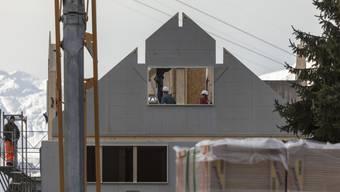 Trotz rekordtiefer Hypothekarzinsen bleibt Wohneigentum für viele ein Traum. (Archiv)